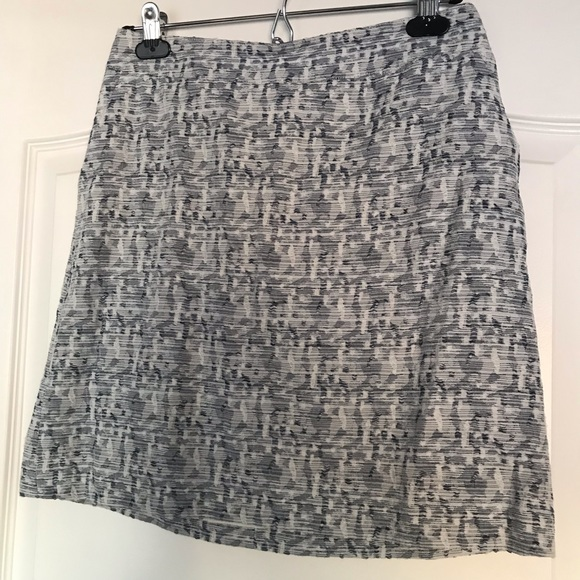 LOFT Dresses & Skirts - Mini tweed skirt with pockets